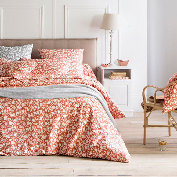 linge de lit imprim fleurs pour une d coration de chambre printani re taaora blog mode. Black Bedroom Furniture Sets. Home Design Ideas