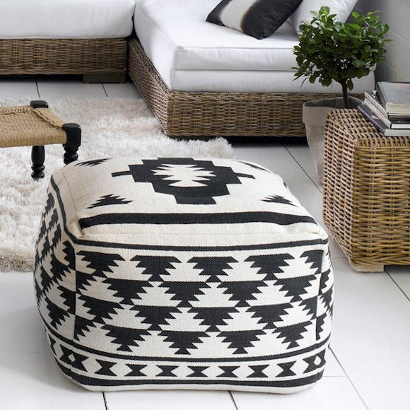 pouf imprim noir et cru en soldes 20 taaora blog mode tendances looks. Black Bedroom Furniture Sets. Home Design Ideas