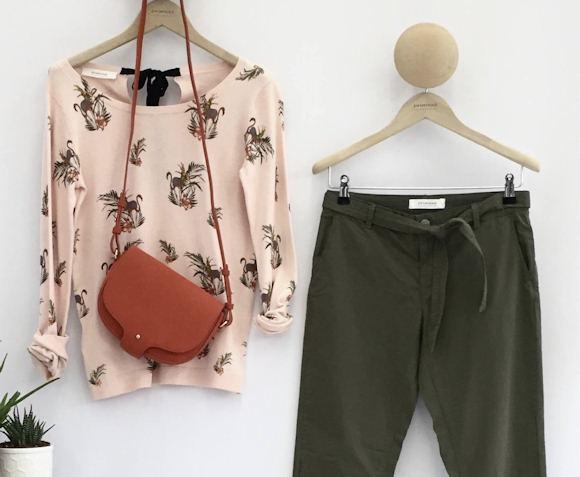 look pull motif flamant rose pantalon carrot kaki sac bandouli re rouge taaora blog. Black Bedroom Furniture Sets. Home Design Ideas