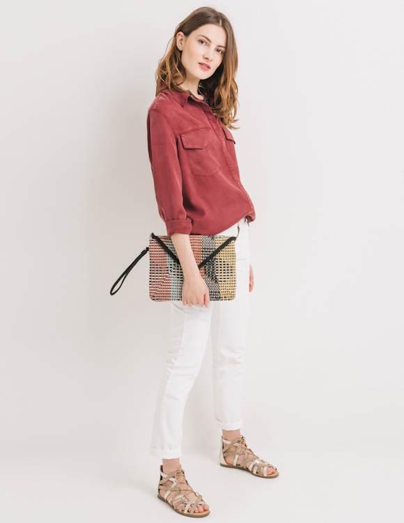 Avec quoi porter une chemise rouge ?