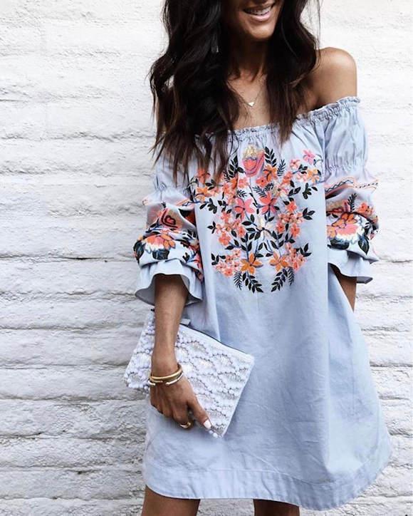 Robe Bardot avec fleurs brodées devant