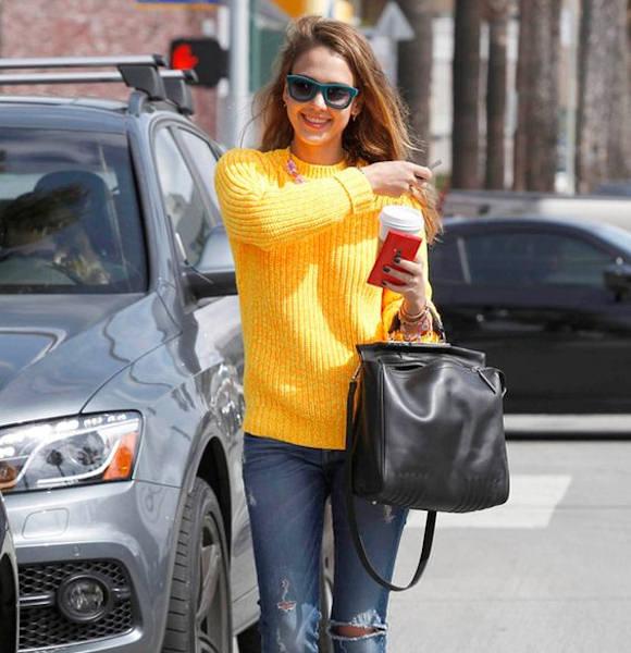 Pull jaune Jessica Alba