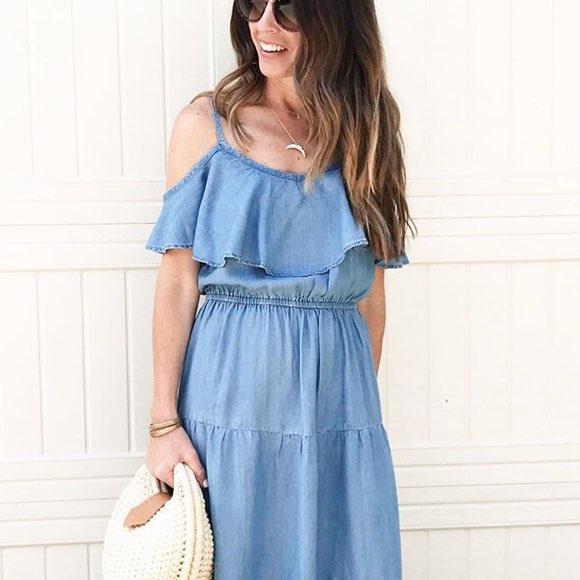 Robe d'été en jean bleue avec volants