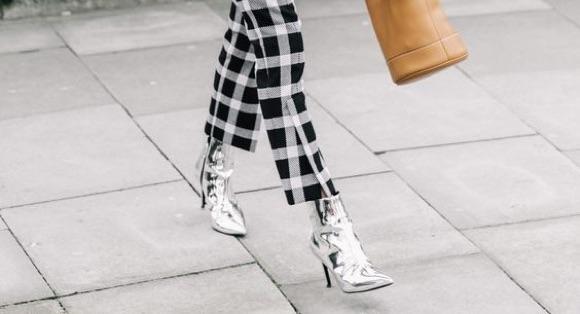 Chaussures argentées comment porter ?