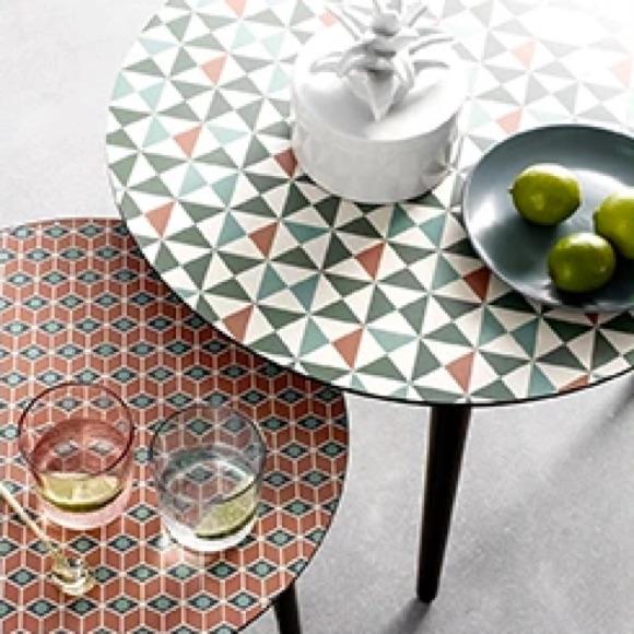 Table basse imprimé géométrique