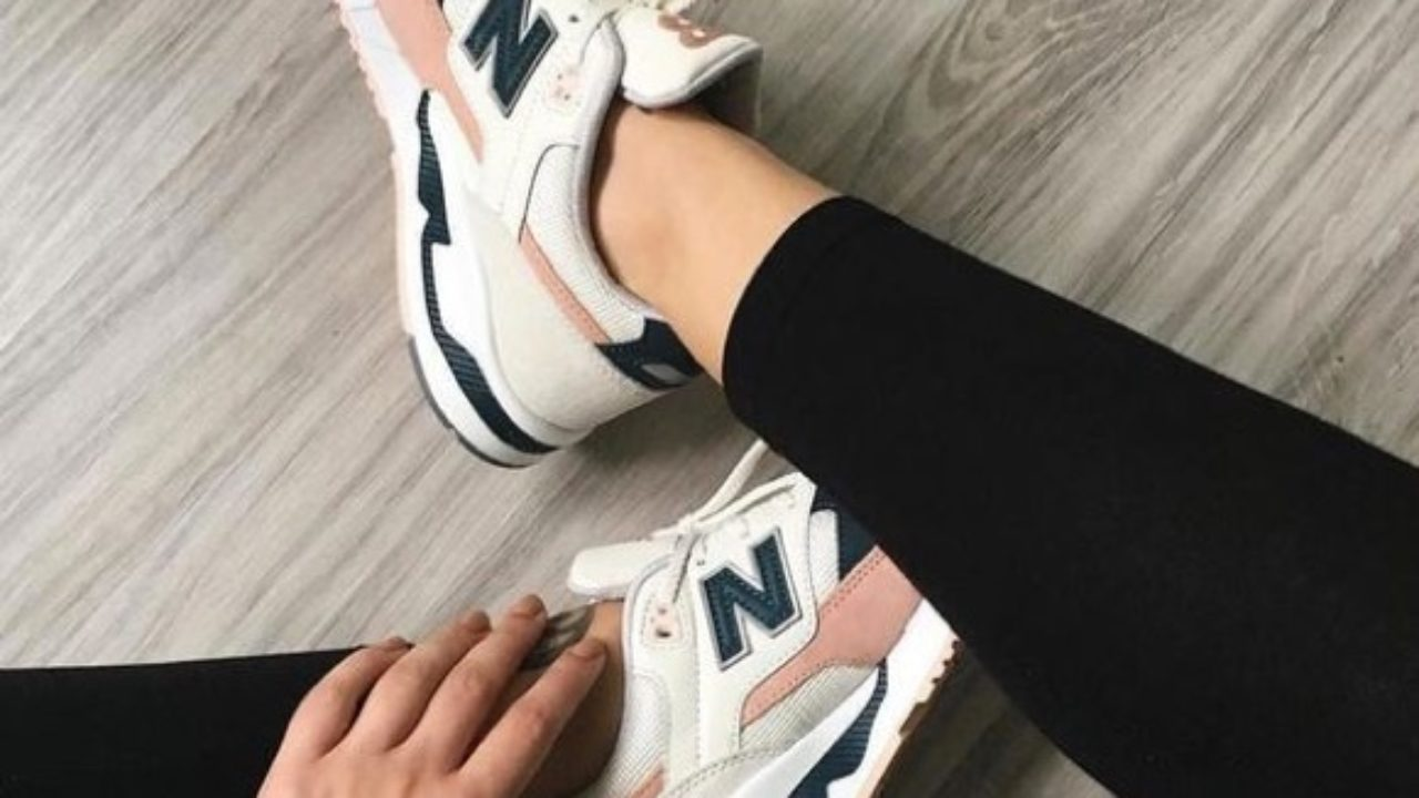 basket new balance bleu marine et rose