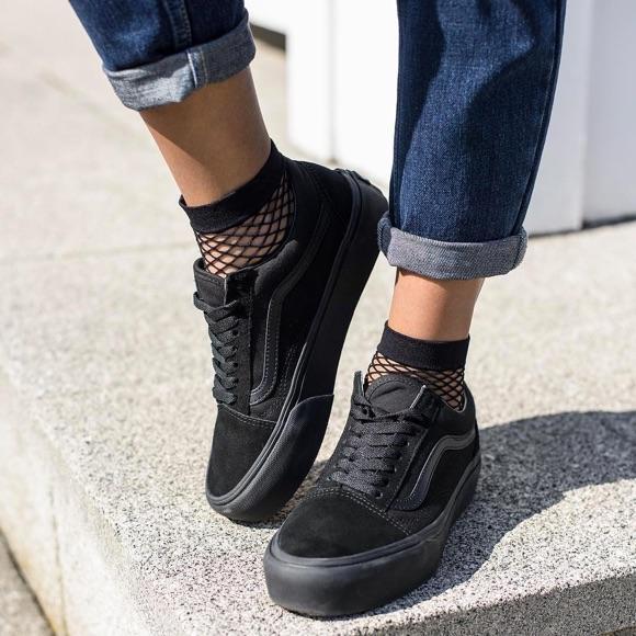 vans old skool noires chaussettes en r sille le bon look taaora blog mode tendances looks. Black Bedroom Furniture Sets. Home Design Ideas