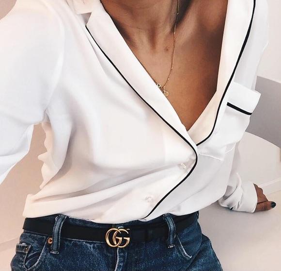 Chemise style pyjama blanche avec un jean