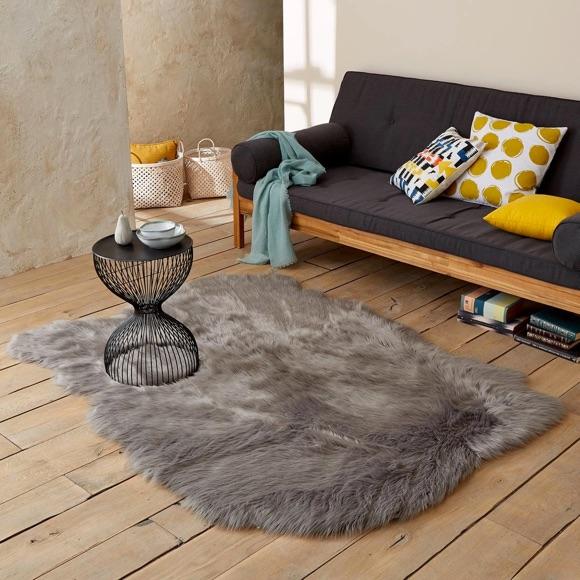 Tapis en fausse fourrure gris pour une décoration cocooning – Taaora ...