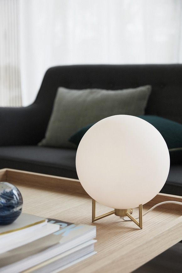 Lampe de table ronde en métal