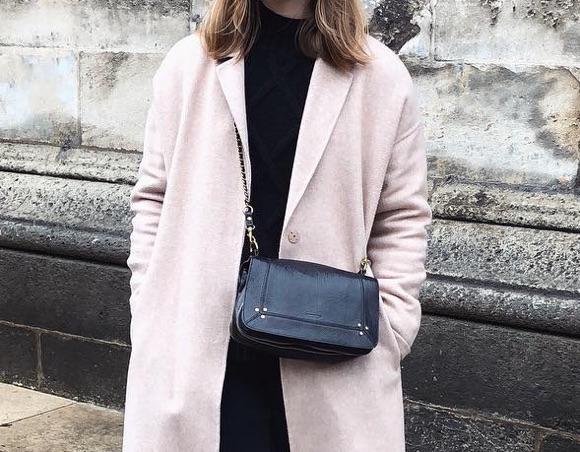 Tenue minimaliste et élégante à shopper – Taaora – Blog Mode