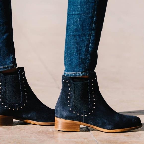 rétro nouvelle qualité prix de gros Ces boots bleu marine à petits clous sobres et féminines ...