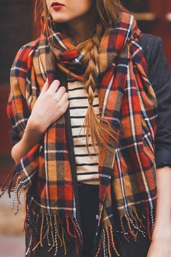 a117a99b4b2f Look d automne parfait   écharpe à carreaux écossais orange + marinière +  veste grise