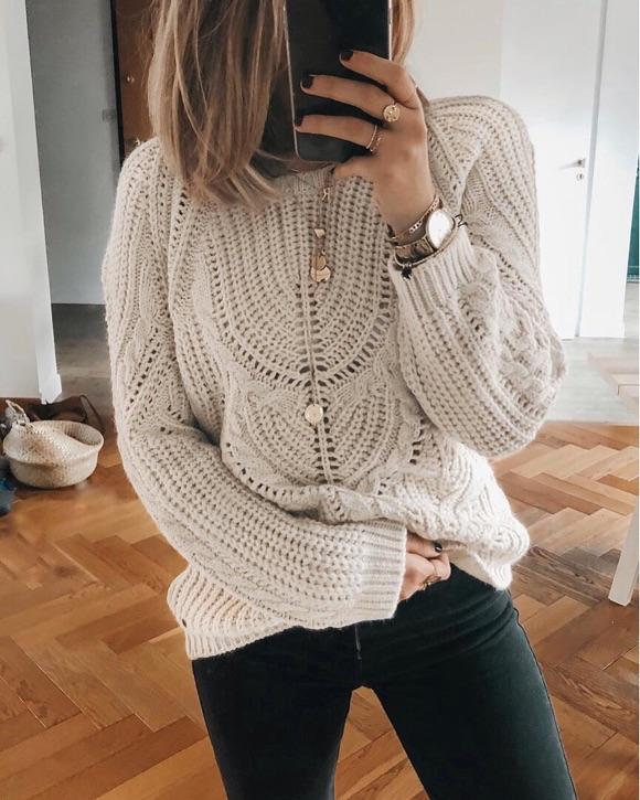 pull femme avec collier