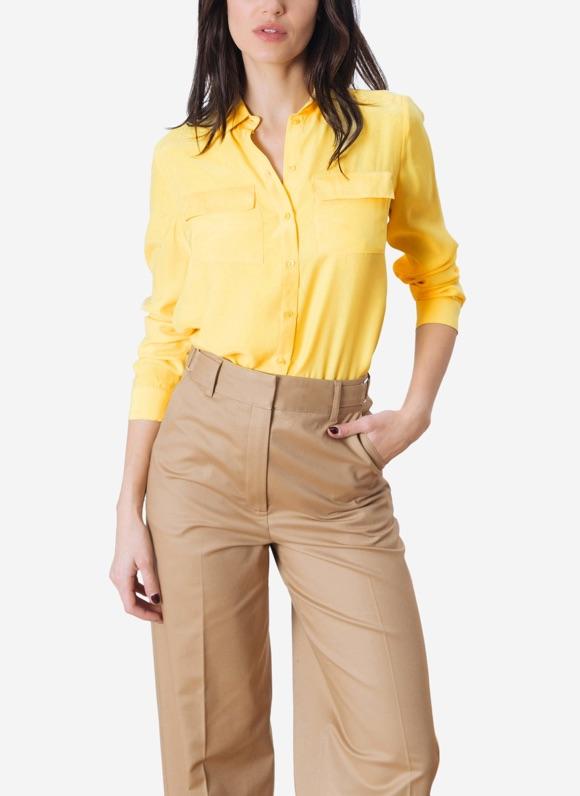 Avec quoi porter une chemise jaune ?