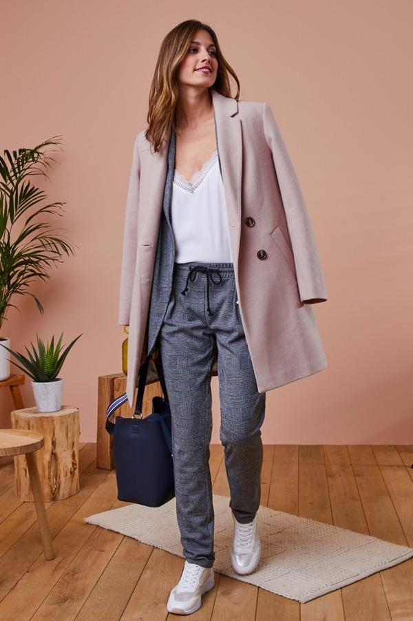 Tenue chic manteau rose clair