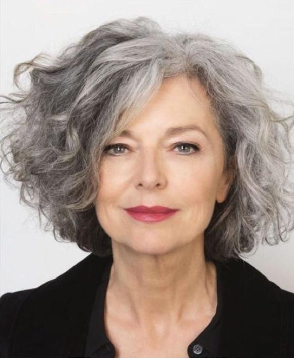 carre court cheveux gris