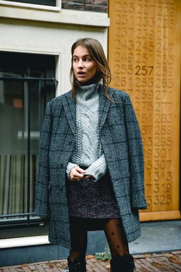 Manteau tweed gris avec une jupe