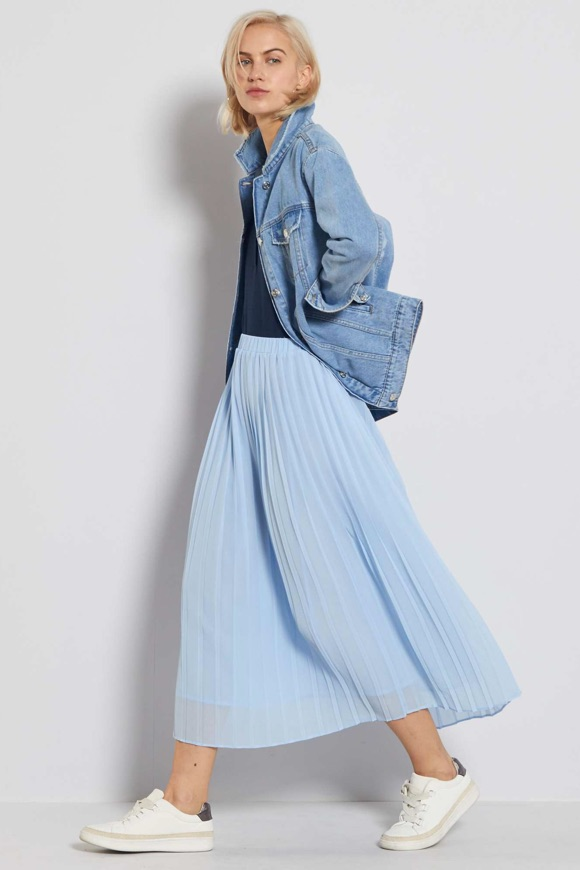 Avec quoi porter une jupe bleu clair ?
