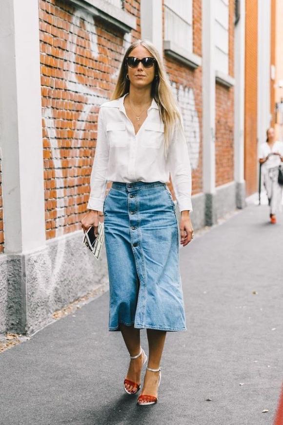 Porter la jupe en jean à 40 ans