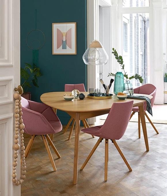 Décoration salle à manger chaises roses