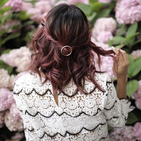 Coiffure wavy barrette cheveux