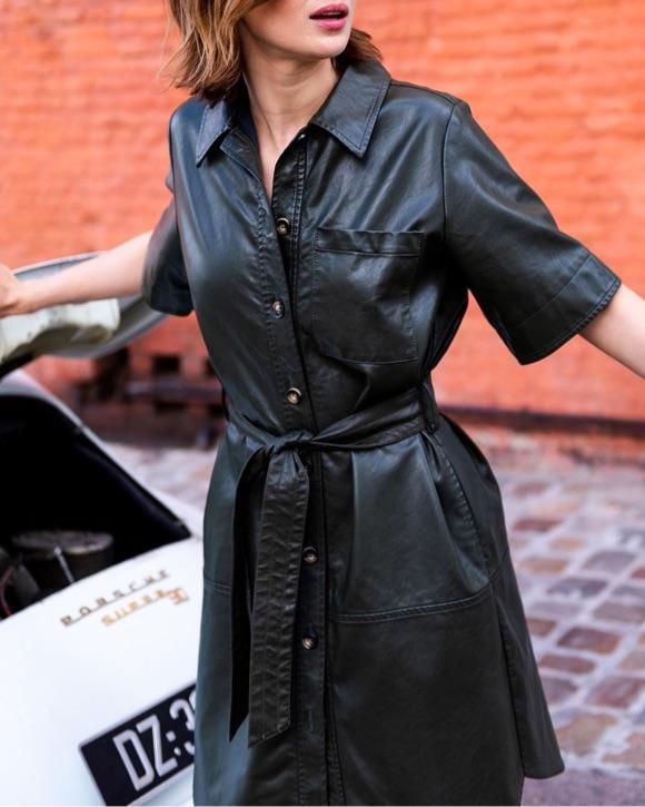 Robe chemise simili cuir noir