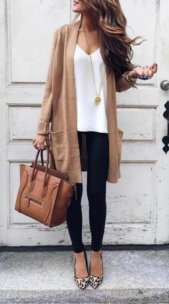 Tenue gilet camel caraco blanc jean noir ballerines léopard