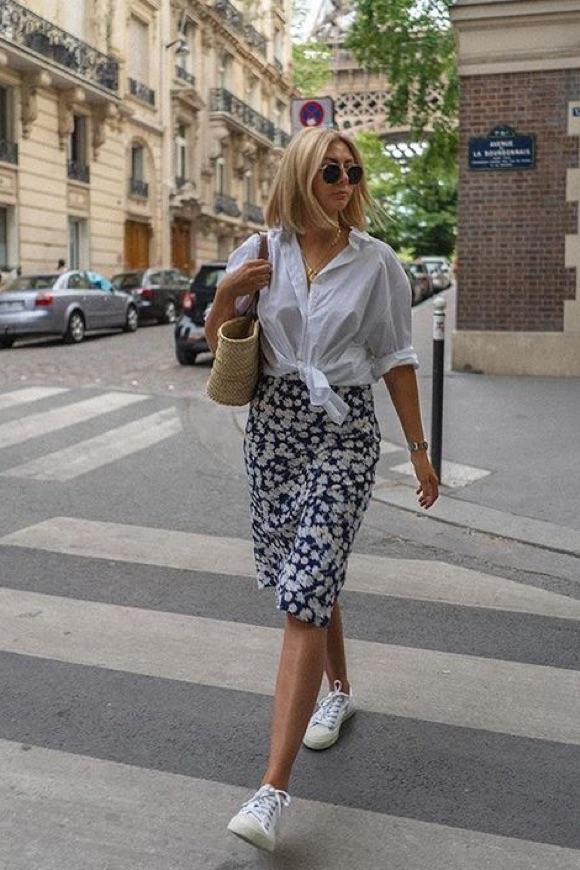 Chemise blanche avec une robe