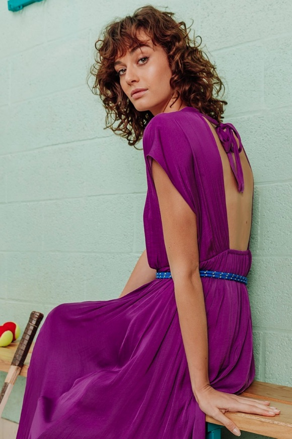 Robe longue violette décolleté dos