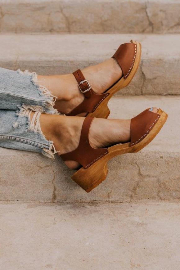 Sabots sandales talons bois