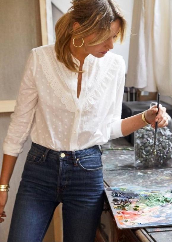 Porter chemise blanche avec style