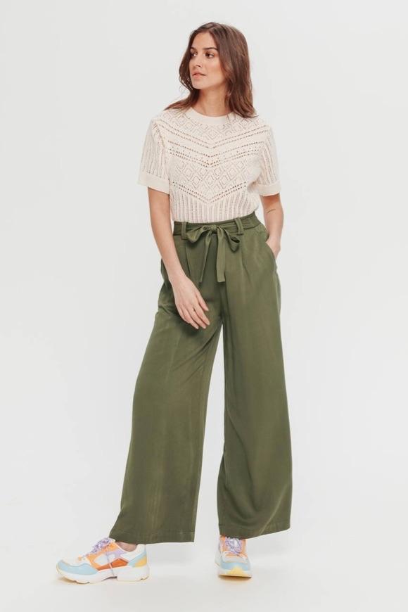 Avec quoi porter un pantalon large ?